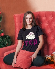 CUTE CAT - FUNNY SHIRT   Ladies T-Shirt lifestyle-holiday-womenscrewneck-front-2