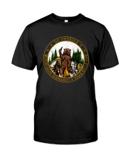 Go ouside - A bear kills you Classic T-Shirt front
