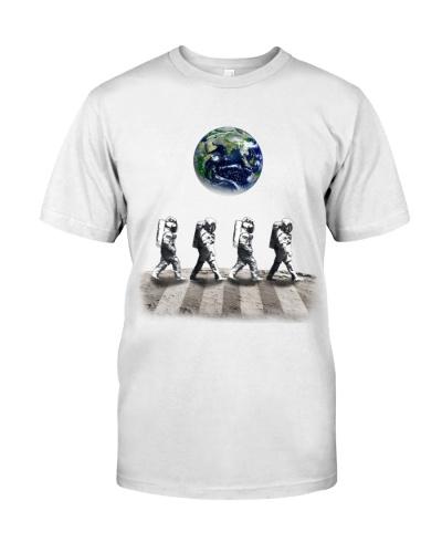 Astronaut Walk On The Moon