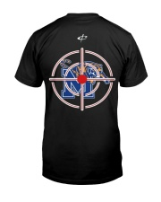 HUNTING MEMPHIS TIGERS IN GUN SIGHTS SHIRT Classic T-Shirt thumbnail
