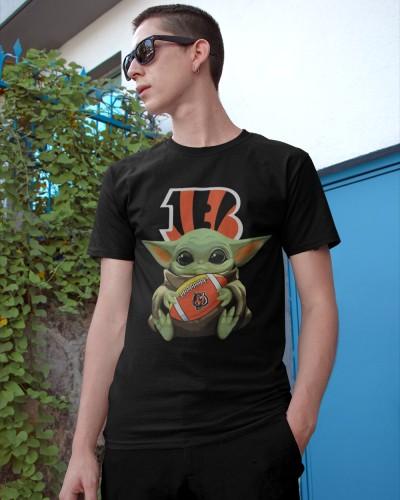 Baby Yoda Hug Cincinnati Bengals T Shirts