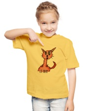 Le chat orange Youth T-Shirt lifestyle-youth-tshirt-front-2