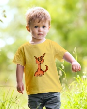 Le chat orange Youth T-Shirt lifestyle-youth-tshirt-front-5