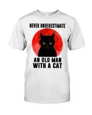 Never underestimate and old man with a cat shirt Classic T-Shirt front