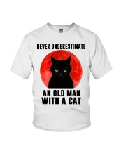 Never underestimate and old man with a cat shirt Youth T-Shirt thumbnail
