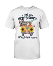 Huskies living life in peace hippie Girl Classic T-Shirt front