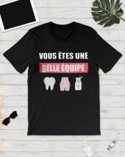 Vous Êtes Une Belle Équipe Shirt Classic T-Shirt lifestyle-mens-crewneck-front-17