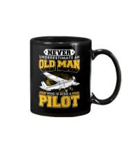 PILOT GIFTS -  NEVER UNDERESTIMATE AN OLD MAN Mug thumbnail
