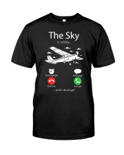 AIRLINE PILOT GIFTS - SKY IS CALLING Classic T-Shirt front