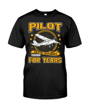 PILOT GIFTS - SOCIAL DISTANCE TRAINING FOR YEARS Classic T-Shirt front
