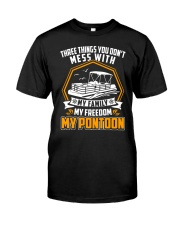 PONTOON BOAT GIFT - FAMILY FREEDOM AND PONTOON Classic T-Shirt front