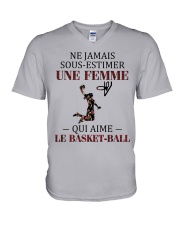 basketball- sous estimer une femme V-Neck T-Shirt thumbnail