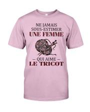 le tricot - sous estimer une femme Classic T-Shirt thumbnail