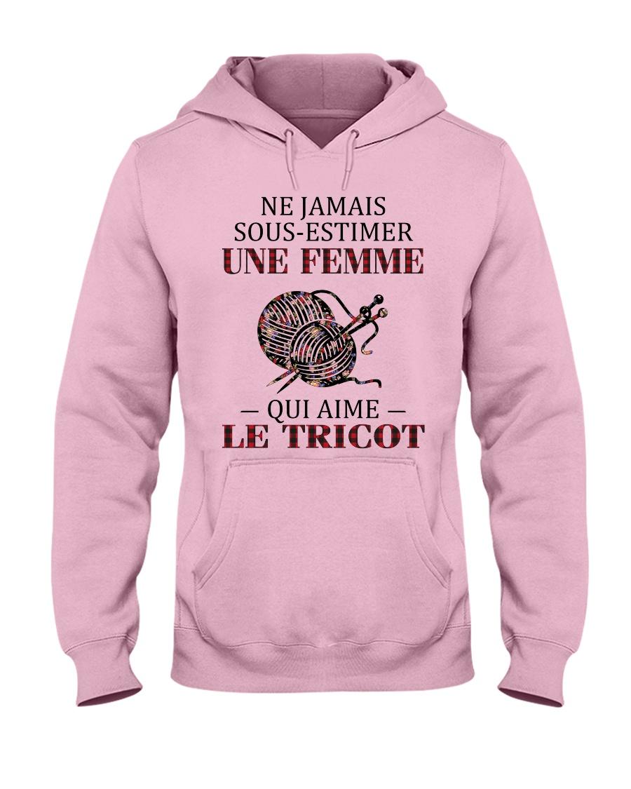 le tricot - sous estimer une femme Hooded Sweatshirt
