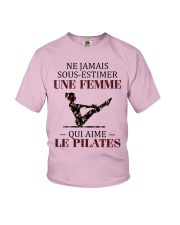 le pilates - sous estimer une femme Youth T-Shirt tile