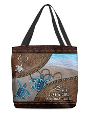 A girl who loves turtles All-over Tote back