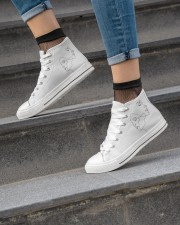 opposite attraction Women's High Top White Shoes aos-complex-women-white-top-shoes-lifestyle-04