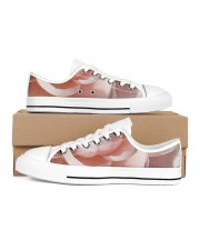 Soft Pink Floral Print Men's Low Top White Shoes thumbnail