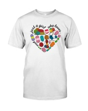 Just A Girl Who Loves Yarn Classic T-Shirt front