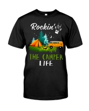 Camping Rockin' the camper life Classic T-Shirt front
