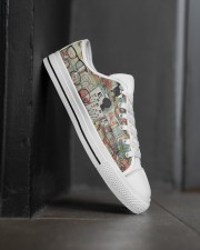 optometrist-glass-shoe Men's Low Top White Shoes aos-complex-men-white-high-low-shoes-lifestyle-outside-right-02
