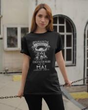 Mai Geboren Wurde Classic T-Shirt apparel-classic-tshirt-lifestyle-19
