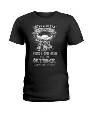 Oktober Geboren Wurde Ladies T-Shirt tile