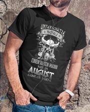 August Geboren Wurde Classic T-Shirt lifestyle-mens-crewneck-front-4
