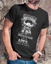 April Geboren Wurde Classic T-Shirt lifestyle-mens-crewneck-front-4