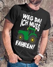 Weg da ich muss Traktor fahren Classic T-Shirt lifestyle-mens-crewneck-front-4