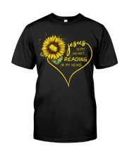 Librarian - Reading in my veins Classic T-Shirt front