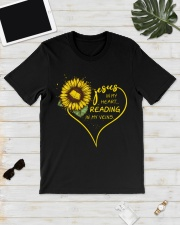 Librarian - Reading in my veins Classic T-Shirt lifestyle-mens-crewneck-front-17