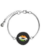 Funny St Patrick's Day Irish Flag Shamrock Lips Metallic Circle Bracelet tile