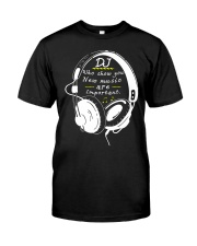 DJ who show you new music are important Classic T-Shirt front