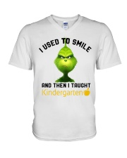 GRINCH WITH KIDS V-Neck T-Shirt thumbnail