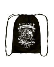 NEVER UNDERESTIMATE AN OLD MAN WAS BORN IN JULY Drawstring Bag thumbnail