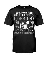 ICH BIN MIT EINER TATOWIERTEN FRAU ZUSAMMEN Classic T-Shirt front