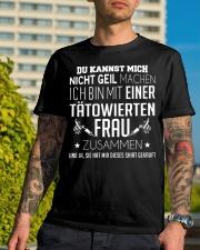 ICH BIN MIT EINER TATOWIERTEN FRAU ZUSAMMEN Classic T-Shirt lifestyle-mens-crewneck-front-8