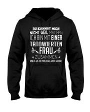 ICH BIN MIT EINER TATOWIERTEN FRAU ZUSAMMEN Hooded Sweatshirt thumbnail