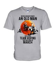 03 Team roping old man V-Neck T-Shirt tile