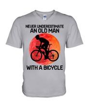 04 hat cycling old man  V-Neck T-Shirt tile