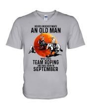 09 Team roping old man V-Neck T-Shirt tile