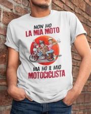 Non ho motociclista Classic T-Shirt apparel-classic-tshirt-lifestyle-26