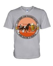 i like beer Harness racing V-Neck T-Shirt tile