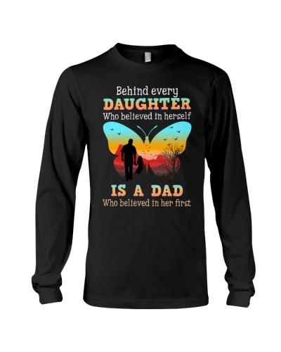 Dad behind daughter shirt