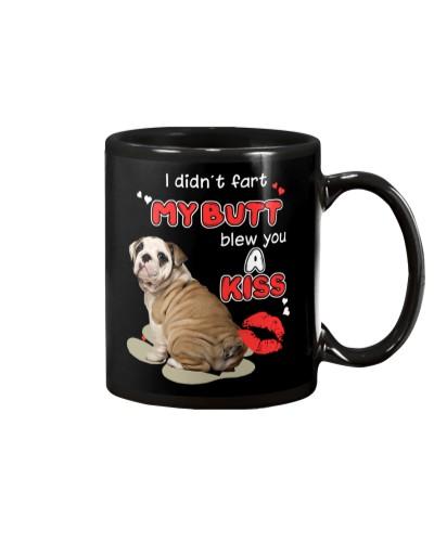 ll 7 english bulldog with a kiss