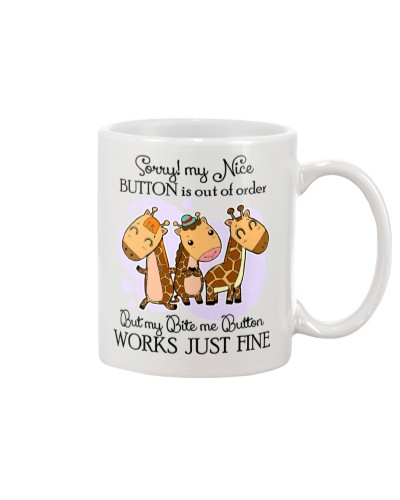 Giraffe my bite me button mug