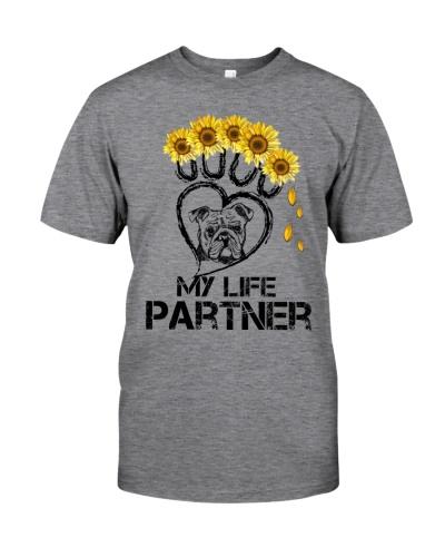 Bulldog paw partner