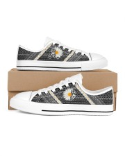 Mn Hummingbird Daisy Pattern Men's Low Top White Shoes tile