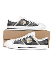 Mn Hummingbird Daisy Pattern Women's Low Top White Shoes inside-left-outside-left